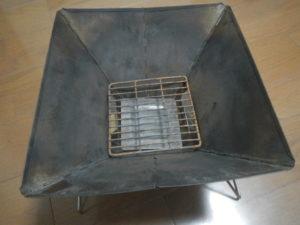 炭を乗せる網を載せる