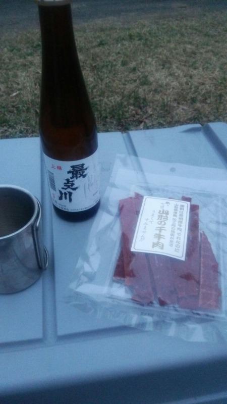日本酒とビーフジャーキー