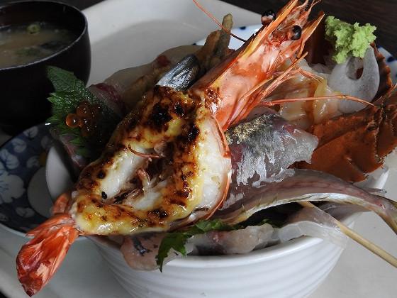 塩湯の海鮮丼をアップで