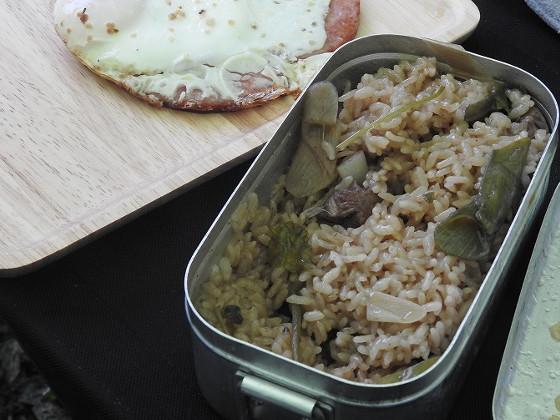 メスティンdeカモ鍋の残りで炊き込みご飯