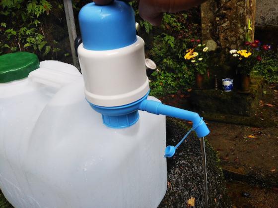 ポリタンクに付けた水ポンプ使用時