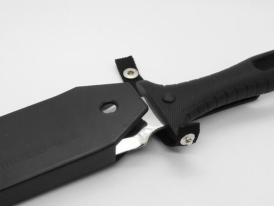 山刀S(ヤマカタナS) No.801にナイフをしまう