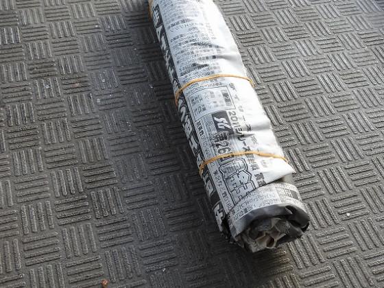 新聞紙でグルグルにして輪ゴムで固定