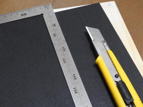カイデックスにカッターナイフで傷を付ける