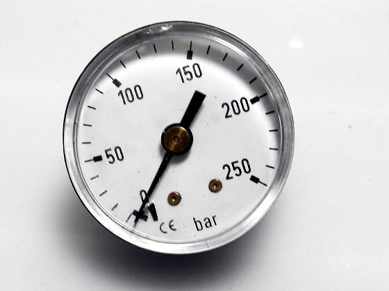 ハンドポンプの圧力計