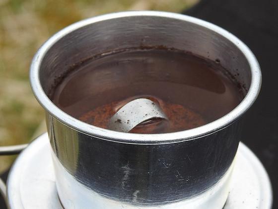 フィルターの8分目位まで熱湯を入れる